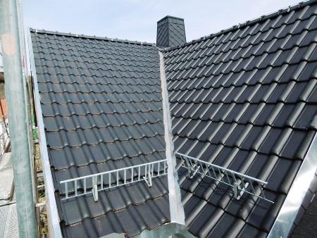 2016: Dachdeckung WH in Schmölln mit Dachziegel Rubin V 13, anthrazit